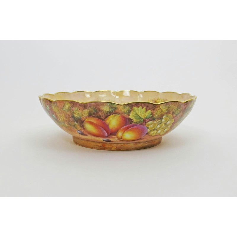 A massive royal worcester fruit bowl 20th century | Woolley and Wallis